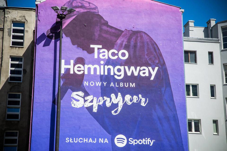 Taco Hemingway na muralu Spotify