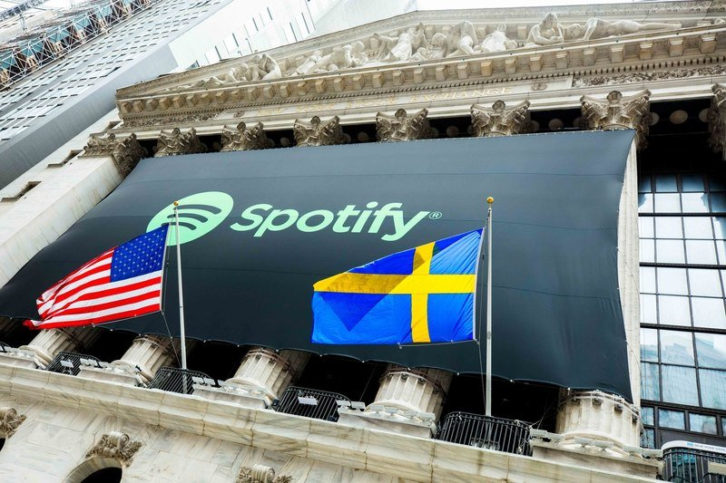 Spotify_Lists_on_NYSE_as _SPOT.jpg