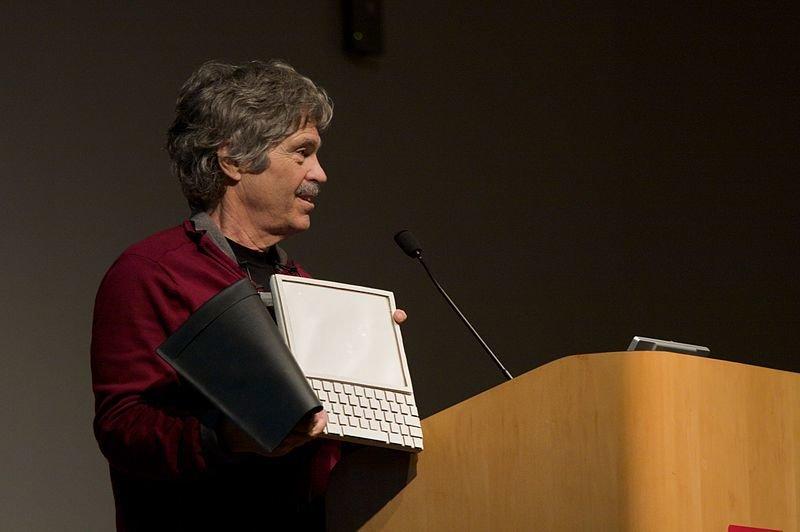 Alan Kay prezentujący koncept urządzenia Dynabook
