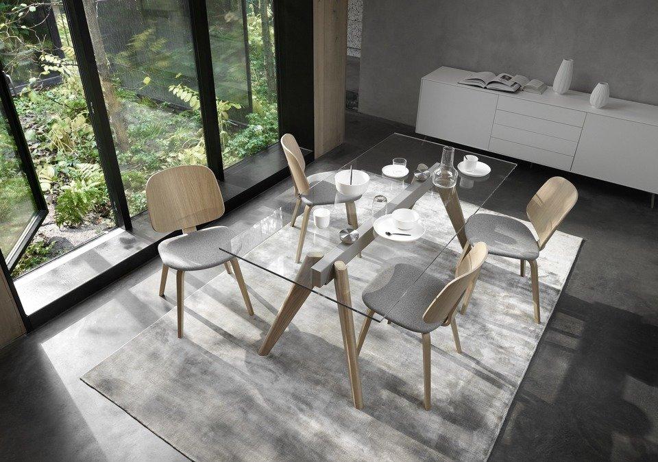 Stół Monza, cena od 8.090,-<br>Krzesło Aarhus, cena 1.590,-<br><br>