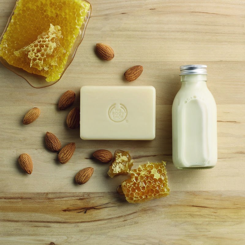 eps_jpg_1055519 Almond Milk and Honey Soap AOX_GOLD_TEX_INAMHPS050.jpg