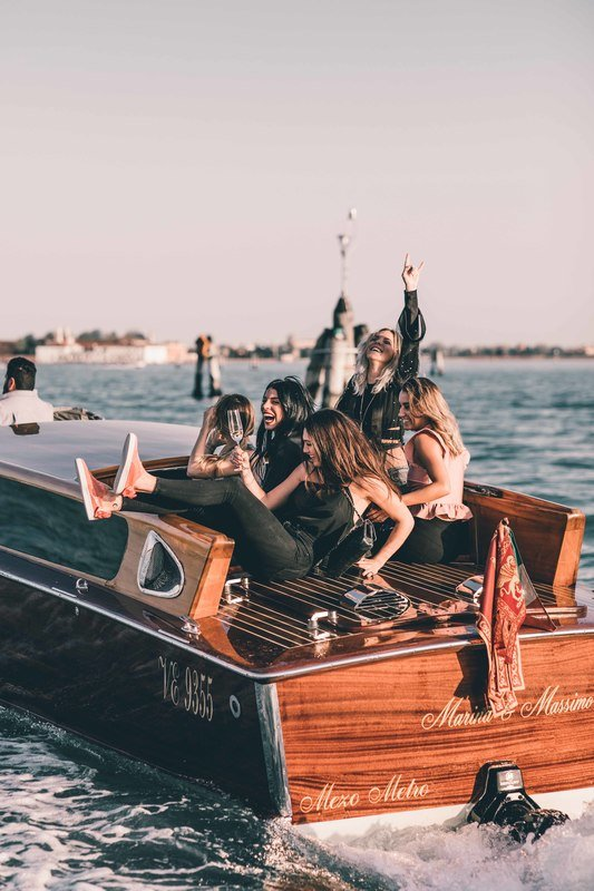 PUMA Suede Bow Venice. Image@emy_ltr, @chloebbbb, @ alicebasso, @ chechurodriguez_real.jpg