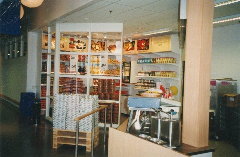 Bistro i sklepik szwedzki IKEA Kraków_1998.jpg