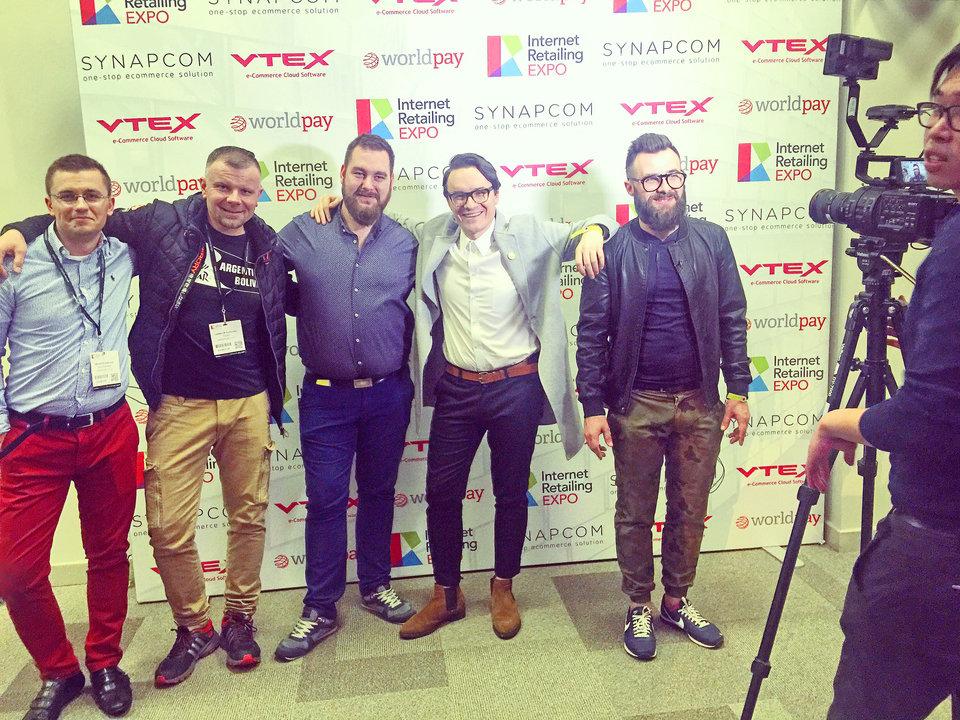 Ekipa edronepo udzieleniu wywiadów podczas targów w Internet Reatiling Expo w Birmingam.