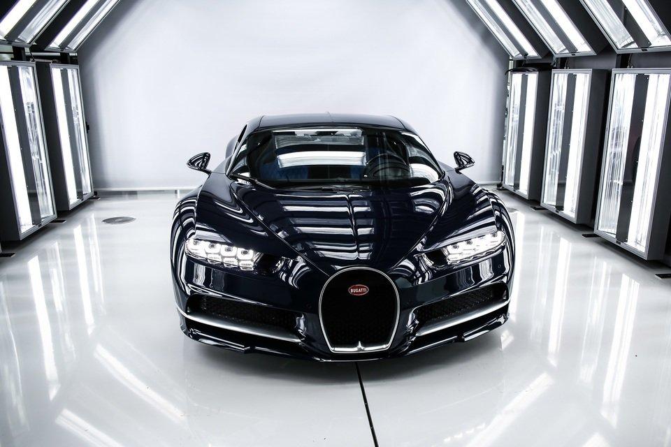 Bugatti_Chiron_01.jpg