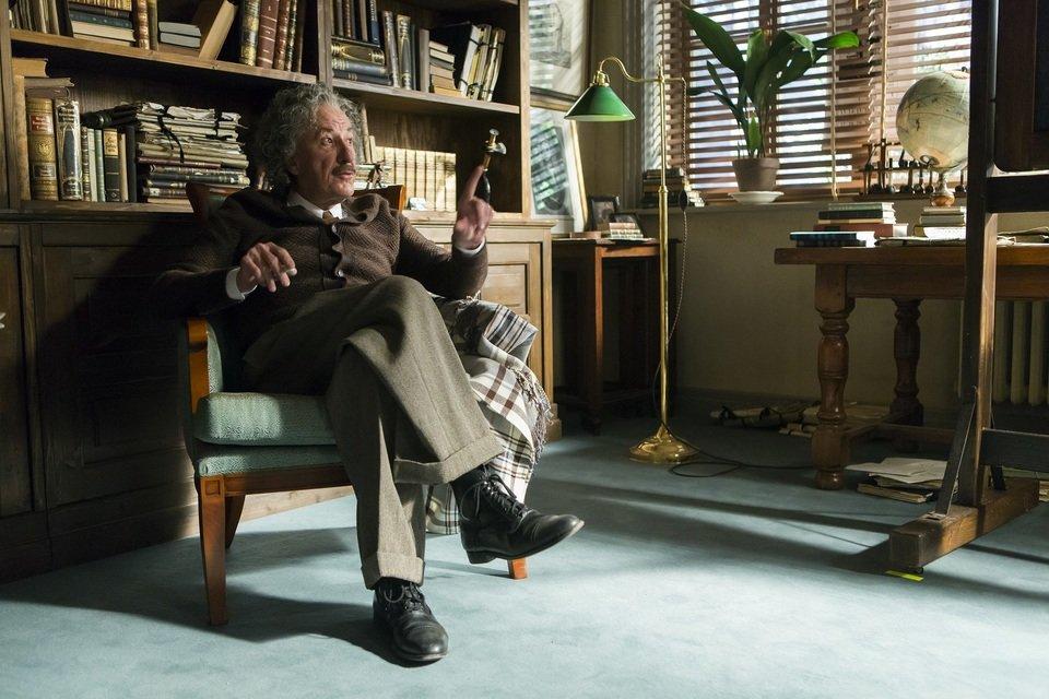 "Geoffrey Rush jako Albert Einstein w pierwszym sezonie serii ""Geniusz""."