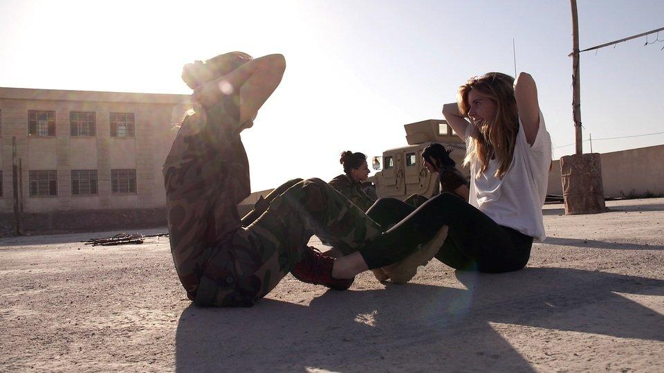 Dziwewczyny, broń i ISIS_3_s.jpg