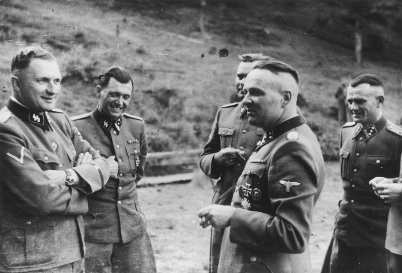 HitlersKillingMachine_InsideTheSS_07.jpg