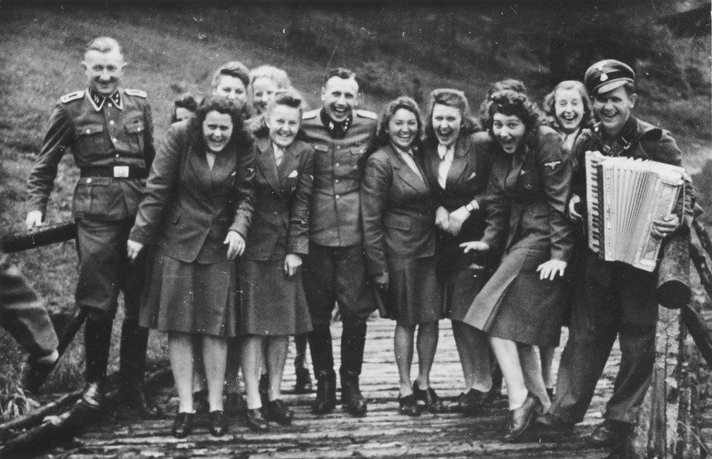HitlersKillingMachine_InsideTheSS_29.jpg