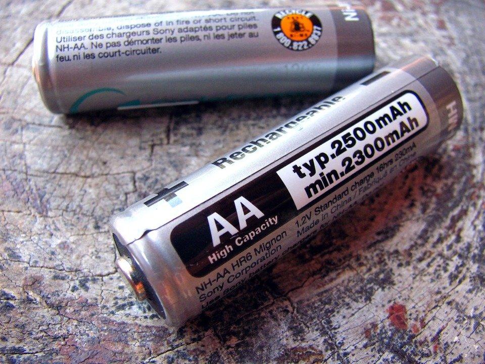 batteries-631853_1920.jpg