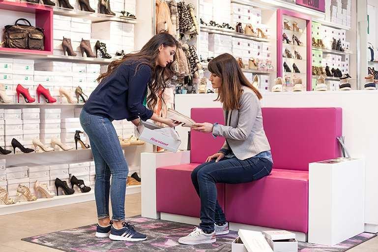 Jeśli zrobisz zakupy przez Internet i okaże się, że produkt ci nie odpowiada, możesz wymienić go lub zwrócić w którymkolwiek sklepie stacjonarnym Deichmann.