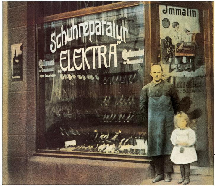 Wszystko zaczęło się w 1913 roku w robotniczej dzielnicy Essen-Borbeck, w samym sercu Zagłębia Ruhry, gdzie Heinrich Deichmann otworzył zakład szewski.