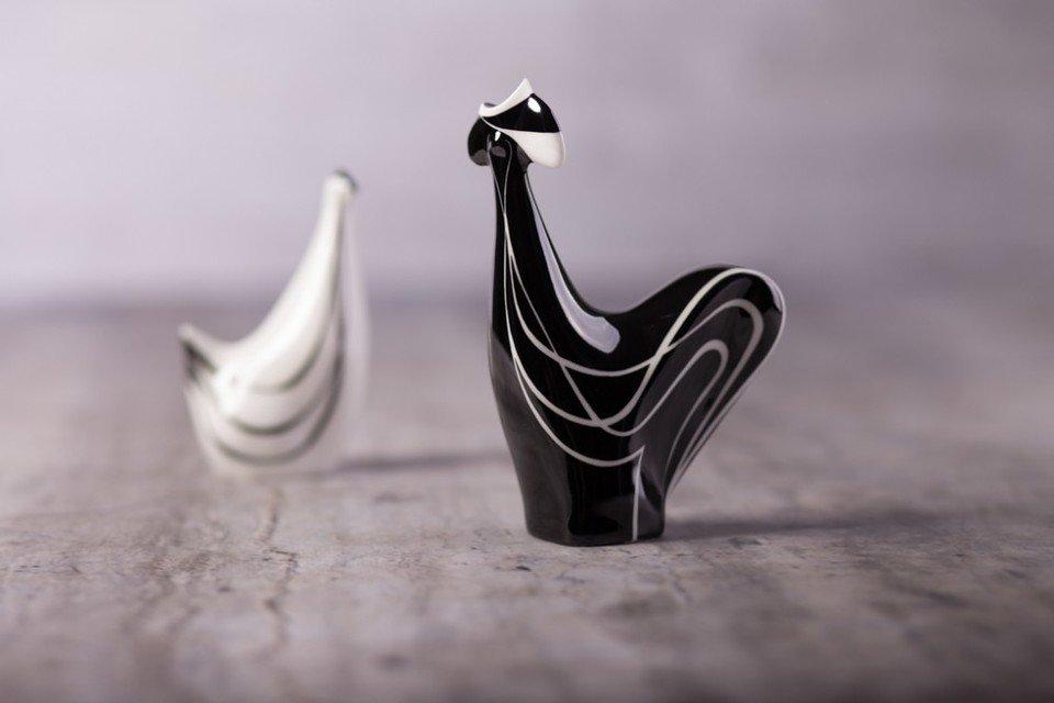Na zdjeciu: figurki kurka z kogutem, wzór z roku 1957, projektant: Lubomir Tomaszewski. Fot. Fabryka Porcelany AS Ćmielów