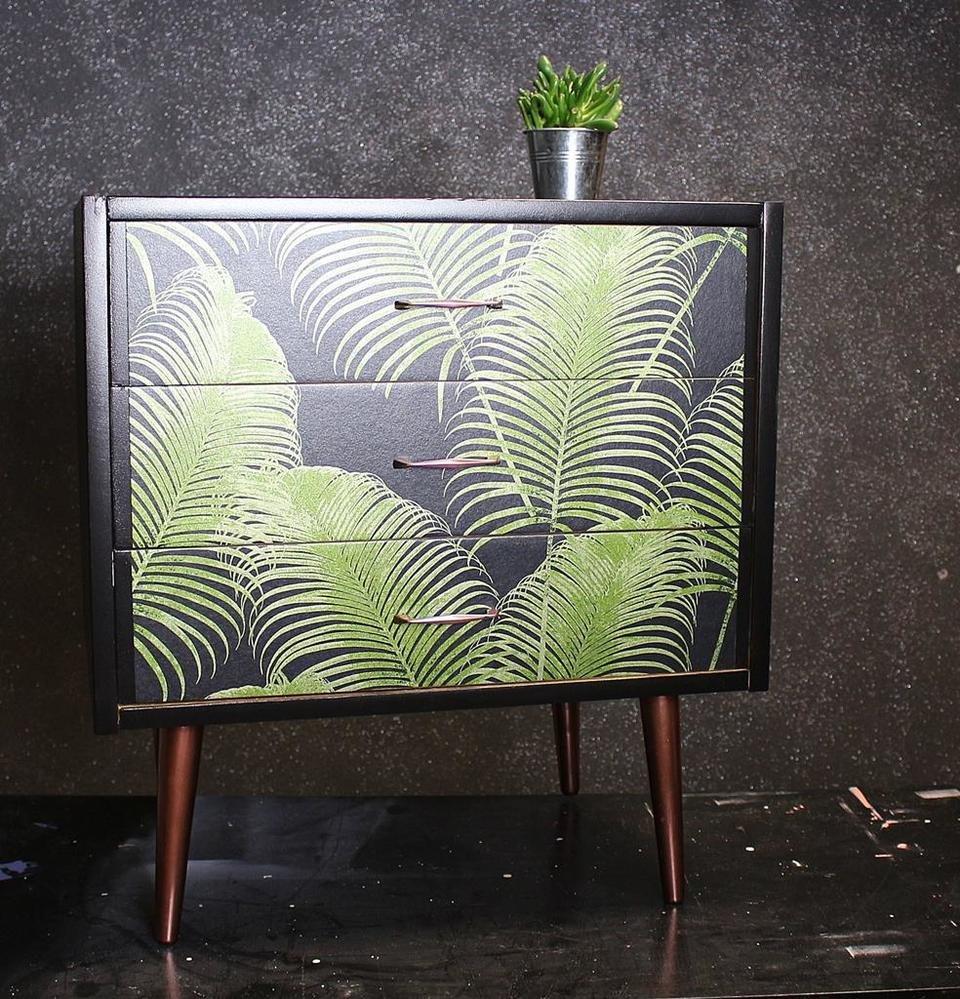 Na zdjęciu: szafka z motywem w kolorze modnej w tym sezonie zieleni. Źródło: refreszing.pl