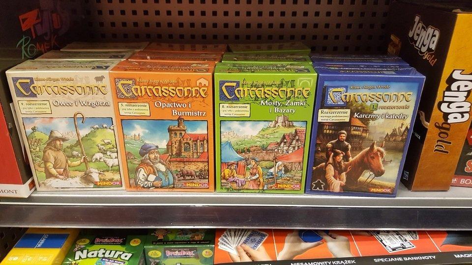 """Ogromną zaletą """"Carcassonne"""" jest bardzo duży wybór dodatków rozszerzających wersję podstawową. Fot. Wojciech Kuchta"""