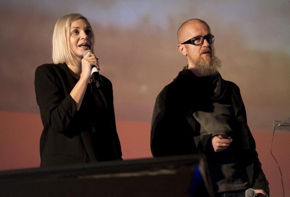 Na zdjęciu: Anna Iller z Allegro i Tomek Bagiński z Platige Image podczas Mixx Awards 2016. Fot. Darek Kociak