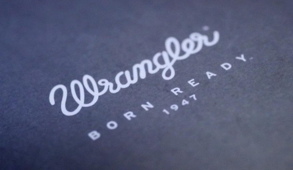 """Kiedy Hudson Overall Company dorobiło się unikanego stylu, postanowiono zmienić nazwę marki na Wrangler, czyli """"kowboja""""."""