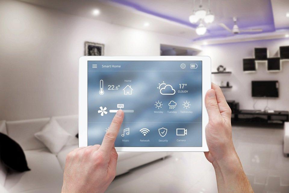 Inteligentny dom to miejsce, w którym różnorodne domowe urządzenia komunikują się ze sobą. Fot. Shutterstock.com