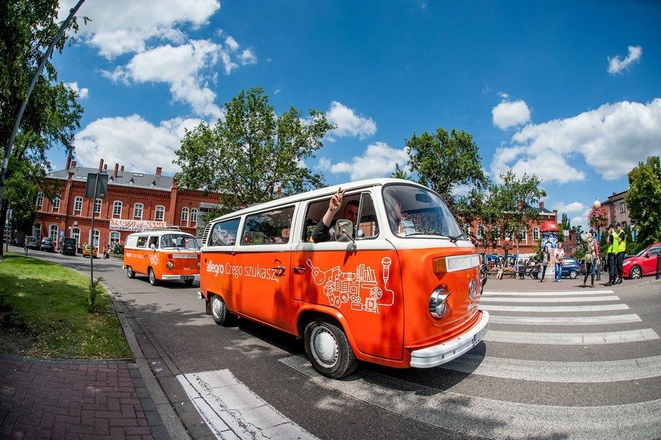 Jak w tym roku dotrzecie na Woodstock? Jednym z ponad 300 pociągów, samochodem (własnym lub autostopem) czy autobusem? Na zdjęciu: 21. Przystanek Woodstock. Fot. Pan Borsuk
