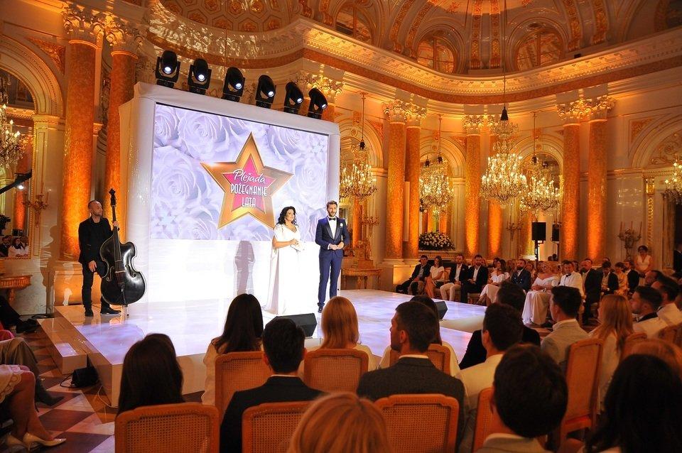 Serwis Plejada postanowił pożegnać wakacje w nietypowy sposób – zorganizował galę z udziałem gwiazd, podczas której wystartowała aukcja charytatywna.