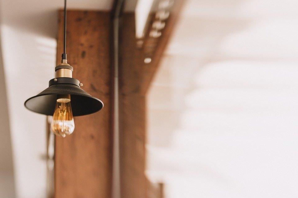 lamp-2605182_1920.jpg