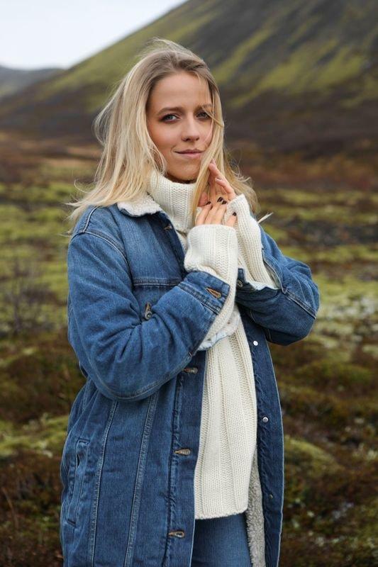 Jessica Mercedes na Islandii.jpg