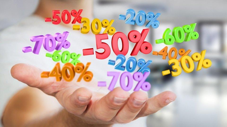 Strefa okazji to nie tylko przeceny, to również oferty z różnych okazji, np. wakacji. Fot. Shutterstock.com
