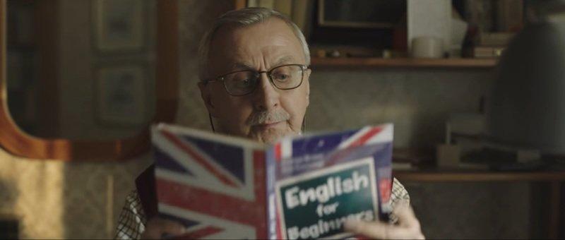 Kadr z najnowszej, świątecznej reklamy Allegro Czego szukasz | Angielski
