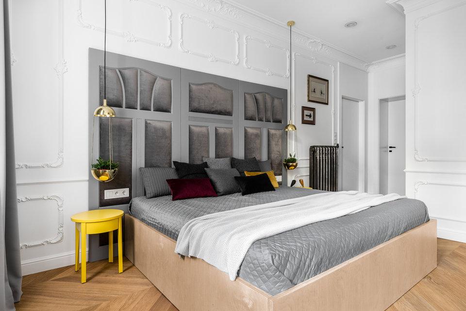 lampy w sypialni wiszące nad szafka nocna