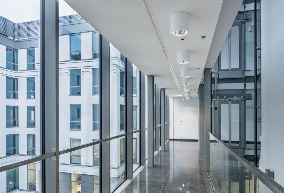 Kamienica Małachowskiego, Warszawa, Polska, 3000 m². Zastosowany produkt: ROCKFON® Mono® Acoustic, white