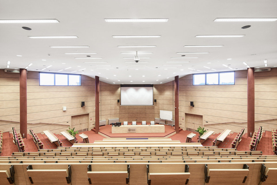 Centrum Nowych Technologii, Uniwersytet Ekonomiczny w Katowicach, Polska, 5000 m2. Zastosowany produkt: ROCKFON® Mono® Acoustic, white