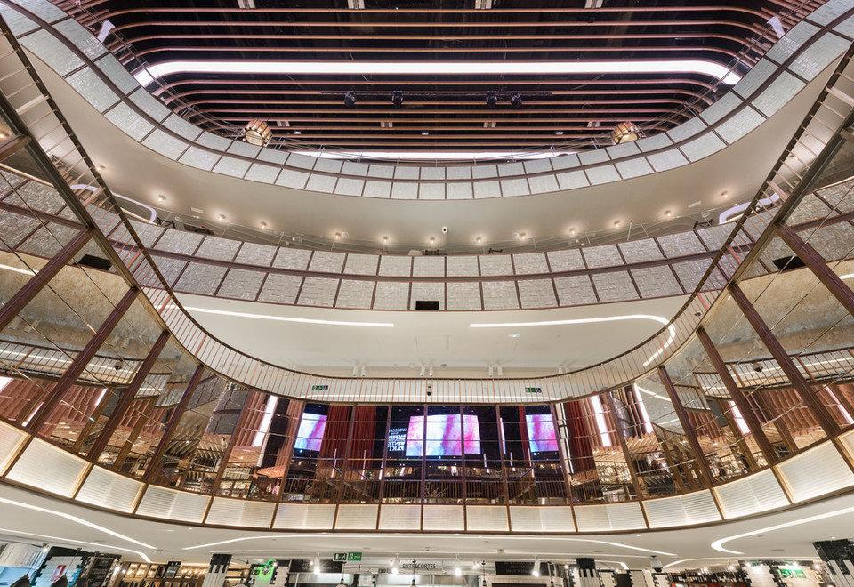 Sufit Rockfon® Mono® Acoustic w największym w Europie centrum gastronomicznym w Madrycie