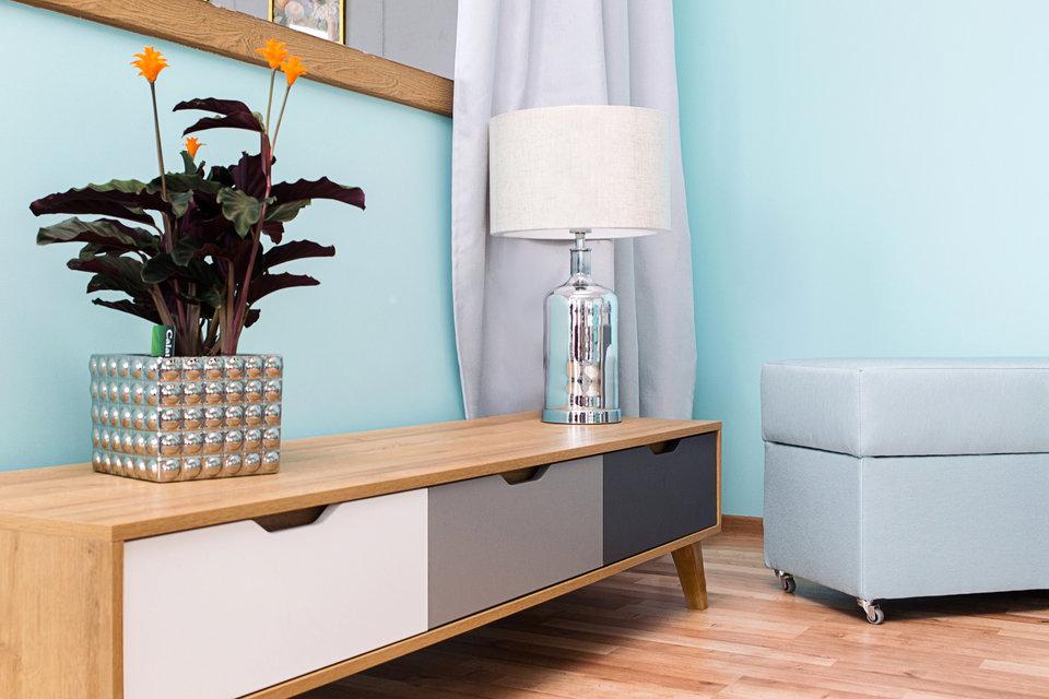 Lampa stołowa MHL0-83 ze stylową, szklaną podstawą