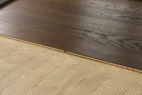Klejenie podłogi drewnianej