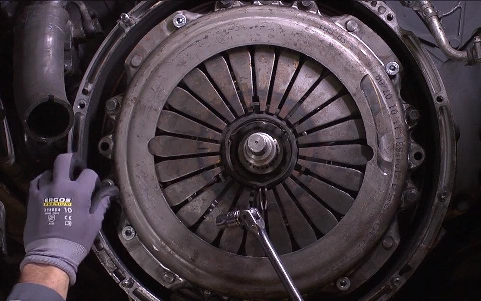 2018.07.05 -01- Prawidłowa wymiana sprzęgła w pojeździe ciężarowym.jpg