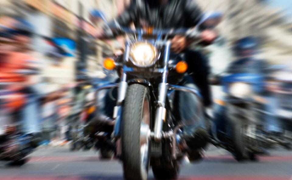 2018.08.14-02-Myslisz o serwisowaniu motocykli- ELF gwarantuje szeroki pakiet olejów i smarów do jednosladów.jpg
