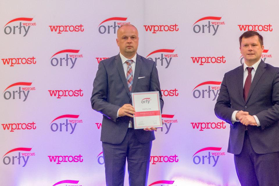 Marek Głaz, Dyrektor Kronospanu ds. Zakupów Drewna odbierający nagrodę tygodnika Wprost.