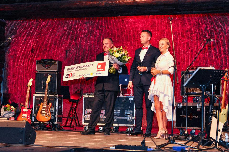 """Podczas uroczystości wręczono nagrody dla laureatów konkursu na """"Najlepszy Autoryzowany Punkt sieci Strefa Płyt""""."""