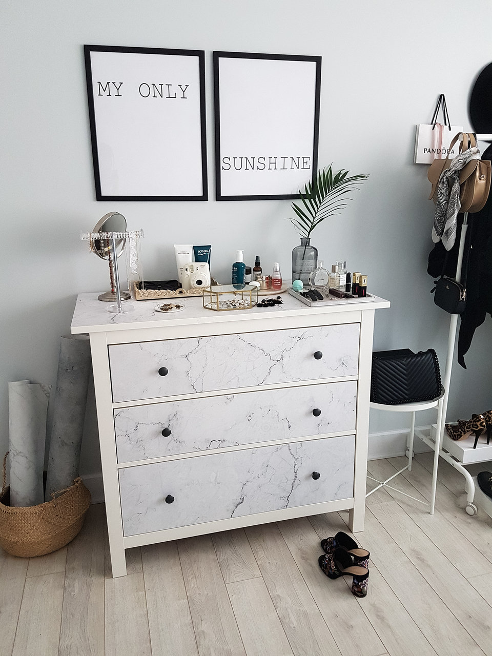 DIY Ikea hemnes dresser makeover with self-adhesive marble wallpaper from Pixers. Styled by