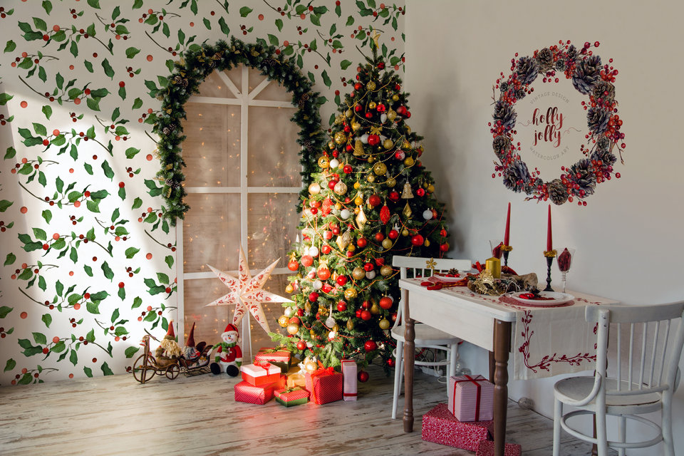 A Christmas wreath is recommended as an alternative form of wall sticker