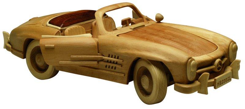 Handgefertigtes Holzauto im Massstab 1 zu 12_arcurio ueber_dawanda.com.jpg