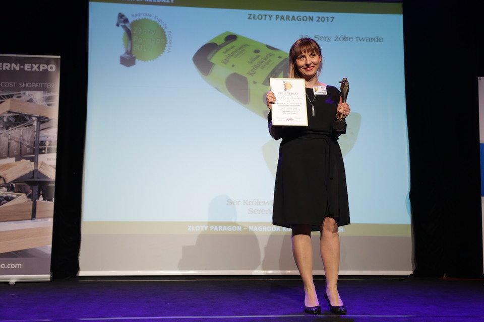 Nagrodę odebrała Emilia Pożarowszczyk , kierownik marketingu i PR Spomleku