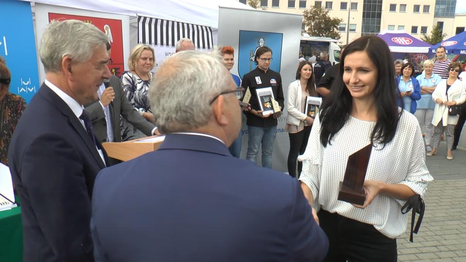 Nagrodę odebrała Karolina Szerafin z SM Spomlek. <br>Foto: Nowy Przegląd Mleczarski<br>