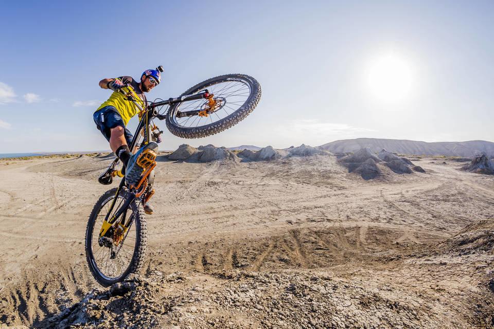 Kenny Belaey is in China ook op de mountainbike actief in de XC Eliminator wedstrijd. Credit: Nikoloz Paniashvili / Red Bull Content Pool
