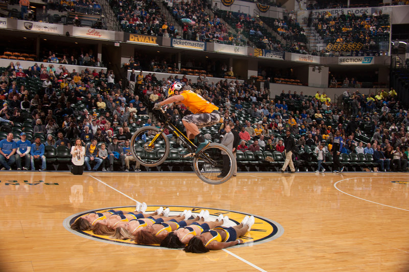 Kenny Belaey flying over six Indiana Pacemates: Photo: 'Pacers'