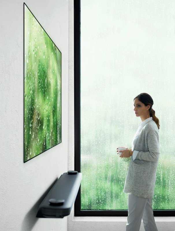 LG OLED W7 Lifestyle_6.jpg