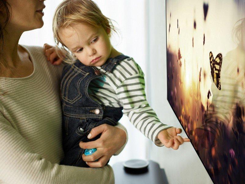 LG OLED W7 Lifestyle_27.jpg