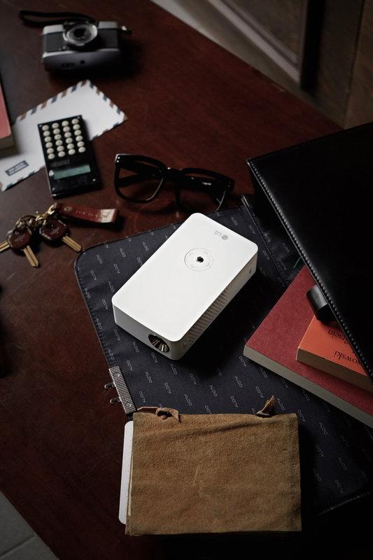 LG MiniBeam Projector_PH30J_2.jpg