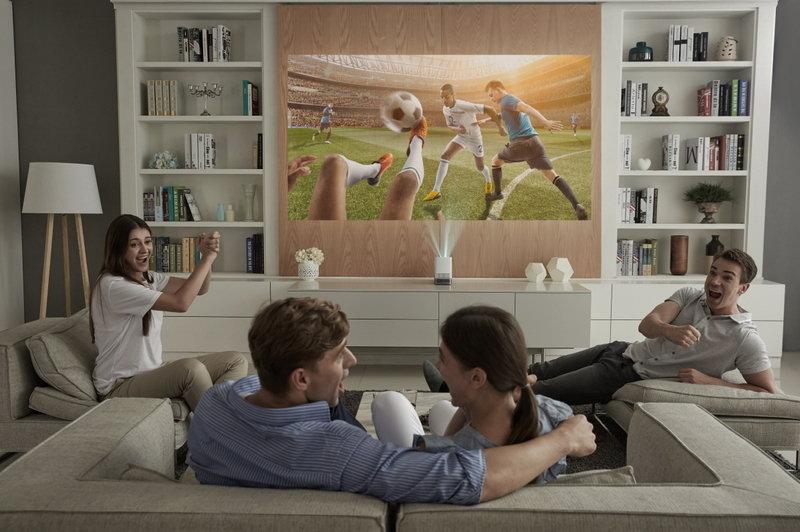 LG ProBeam Projector_HF85J_Livingroom.jpg