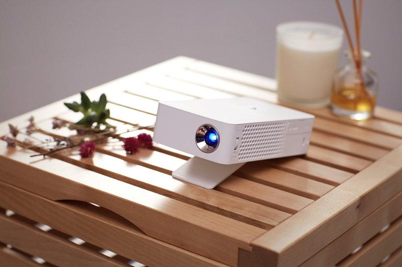 LG MiniBeam Projector_PH30J_1.jpg